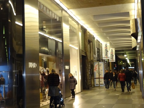 The fashion outlet the highline for Milano fashion outlet