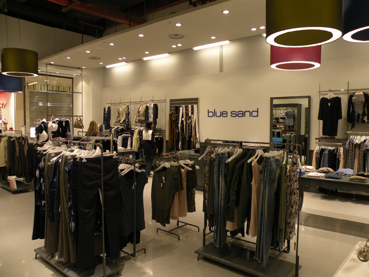 Fashionable clothing stores